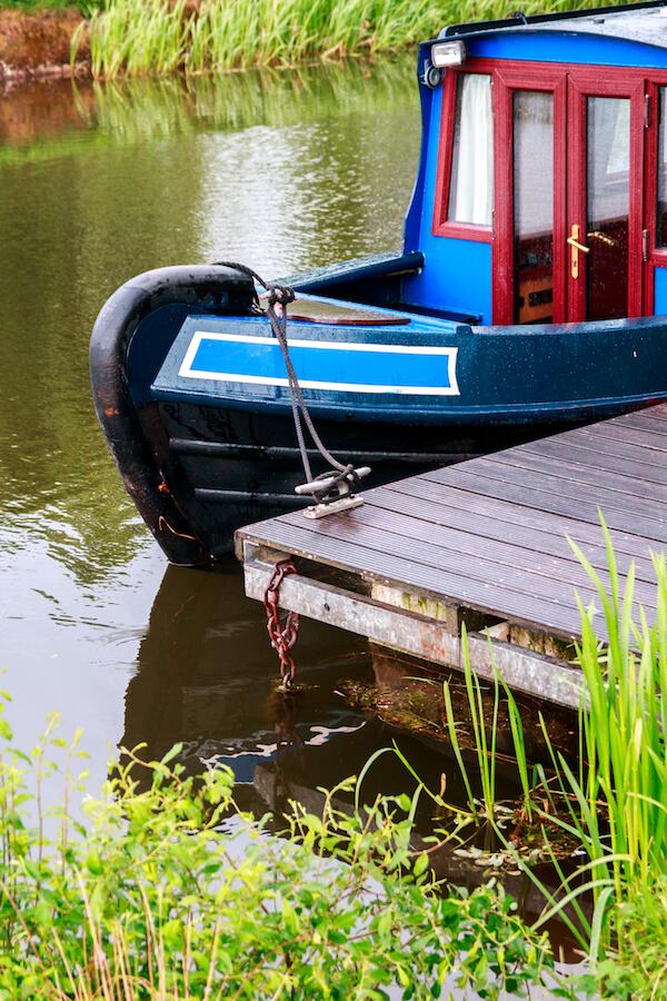 narrow boat mooring